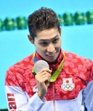 競泳男子200メートル個人メドレーで銀メダルを獲得した萩野選手=写真 柏原敬樹