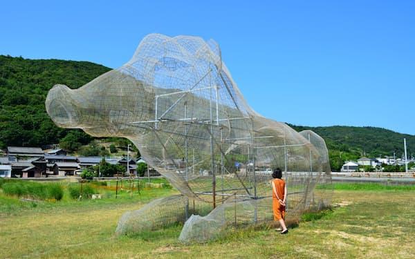 久保寛子「段山遺跡群」のイノシシは、架空の古代文明の「遺跡」として制作した(香川県小豆島町)