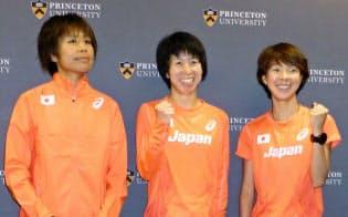 女子マラソン代表の(左から)福士、伊藤、田中=共同