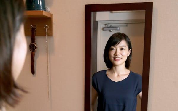 「エアークローゼット」を利用する蓑口恵美さん(東京都渋谷区)