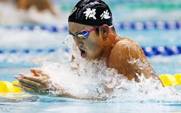 男子200メートル個人メドレー決勝 2分1秒24で優勝した報徳学園・溝畑樹蘭の平泳ぎ(17日、広島市総合屋内プール)=共同