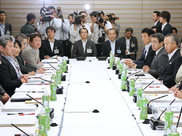 政府の重要政策会議の多くに経済学者が参加している(規制改革会議)