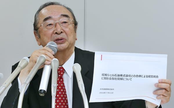 出光興産の経営者側との会談について記者会見する創業家代理人の浜田卓二郎弁護士。騒動のなか、創業家側の文書が思わぬ波紋を広げた(7月11日、東京・港)
