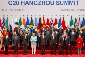 4日、G20が開幕し記念撮影する各国首脳ら(中国・杭州)=AP