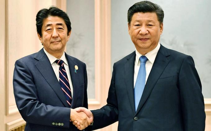 中国での首脳会談写真、日本だけ国旗なし: 日本経済新聞