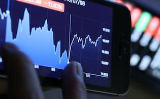 スマホに表示された株価チャート