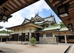 神社本殿は独特の建築様式だ