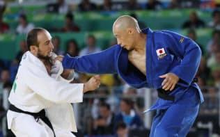 柔道男子60キロ級で銀メダルを獲得した広瀬誠(右)らにとって、手こそが目の役割を果たす=寺沢将幸撮影