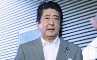 北朝鮮の核実験の可能性について記者の質問に答える安倍首相(9日午前、首相官邸)