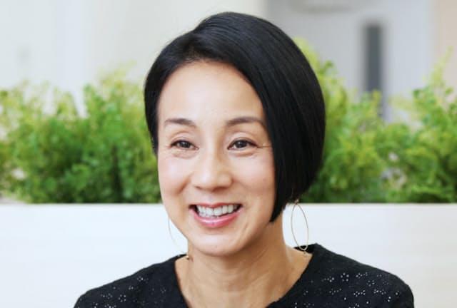 なかむら・えりこ 1969年東京都生まれ。フジテレビのアナウンサーを経て、フリーアナウンサーに転身。2001年に結婚後、生活の拠点をパリに移す。テレビや雑誌、エッセーなどで活躍