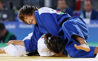 柔道女子57キロ級3位決定戦でスペイン選手を攻める広瀬順子=寺沢将幸撮影
