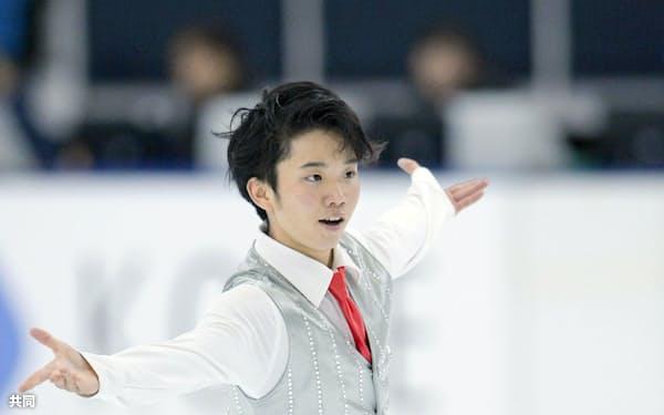 フィギュアスケートのジュニアグランプリ、男子フリーで演技する友野一希(10日、新横浜スケートセンター)=共同