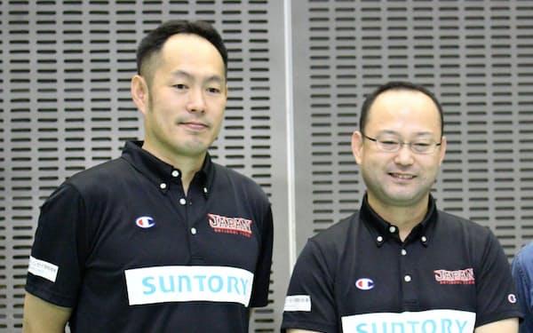 東野(左)と及川は健常者バスケも参考にしながら日本代表の戦術を練る(昨年9月、千葉市内で)