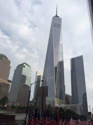 米同時テロ跡地には超高層ビル「ワン・ワールド・トレード・センター」がそびえる(11日午前、ニューヨーク)
