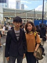 同時テロで犠牲となった杉山陽一さんの妻・晴美さん(右)と長男の太一さん(11日、ニューヨークの世界貿易センター跡地付近)