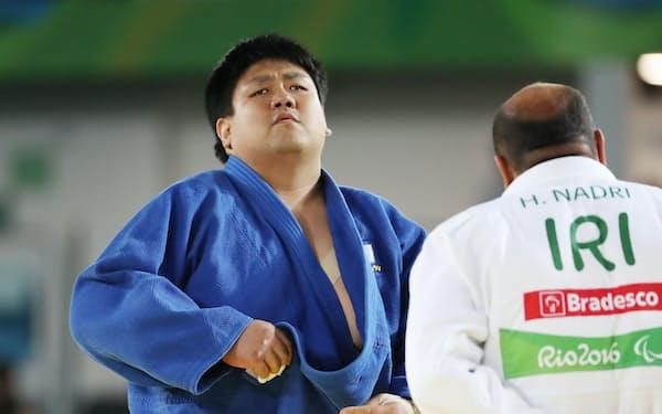 柔道男子100キロ超級の3位決定戦でイラン選手を一本勝ちで下した正木=寺沢将幸撮影