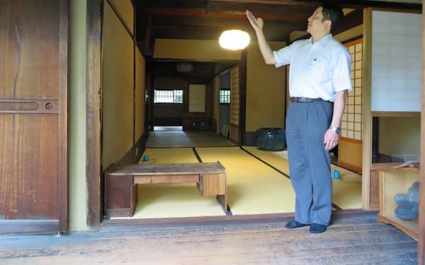新選組の芹沢鴨が斬殺された時の刀傷が鴨居に残る八木家(京都市)