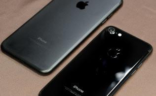 マットな質感の「ブラック」(左)と、光沢のある「ジェットブラック」の2モデルが新色となる。これまであった背後の線がなくなってスッキリしている
