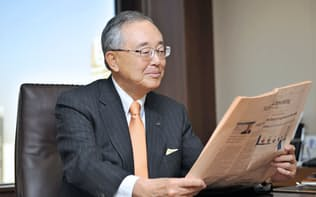 宮内義彦(みやうち・よしひこ) オリックス・シニア・チェアマン 1935年神戸市生まれ。関西学院大学商学部卒。米ワシントン大経営学修士(MBA)。米国に渡って学んだリースを手始めに、不動産、生命保険、銀行などと事業領域を広げてきた金融サービス界の重鎮。最高経営責任者の在任期間は30年を超え、企業経営に関する著書も複数ある。語り口はソフトながら、世の中の動きを分析する視点は鋭く、時に厳しい。マクロ経済についての関心も高く、規制改革にも長く取り組む。野球好きで知られ、球団オーナーの顔も持つ。現在も経営への助言を続けている。