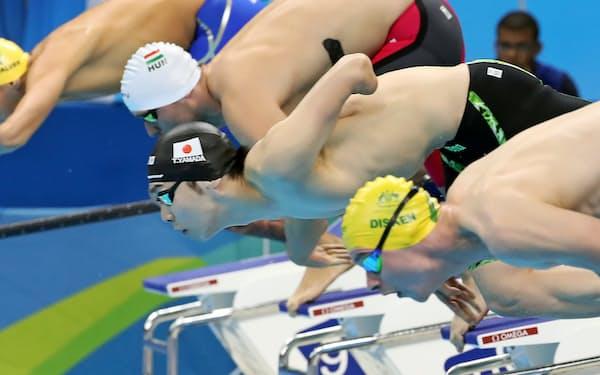 競泳男子50メートル自由形で銅の山田。アテネ大会には日本代表史上最年少の13歳で出場した=寺沢将幸撮影