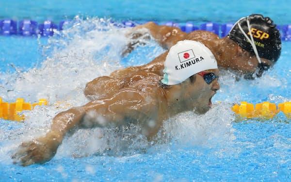 競泳男子100メートルバタフライで銀メダルを獲得した木村(14日)=寺沢将幸撮影