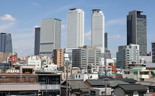 高層ビルが並ぶ名古屋駅東口側だけでなく、西口側も地価上昇が著しい(名古屋市中村区)
