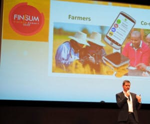 新興国で作物を流通させる際の記録を透明化するサービス「アグリレッジャー」を説明するデビッド・デイビス共同創業者