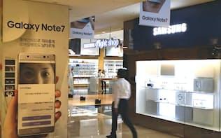 ノート7の事故が販売にどこまで影響を与えるか(ソウル市内の直営店)