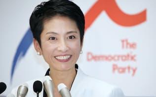 就任後初の定例記者会見をする民進党の蓮舫代表(23日午後、民進党本部)