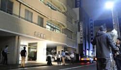 入院患者の男性が死亡した横浜市神奈川区の大口病院(23日夜)=共同