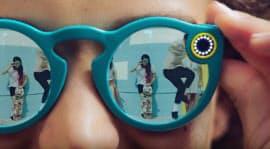 スナップチャットが発表したカメラ付きサングラス「スペクタクルズ」(同社サイトより)