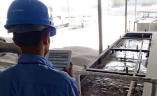 IoTを活用しインフラ設備の保守管理サービスなどにいかす(写真は日立の水処理装置の監視例)