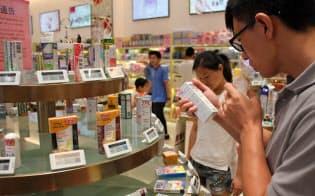 中間層の拡大で海外品に関心を持つ中国人は今後も増える(広東省深圳、越境ECの商品展示場)