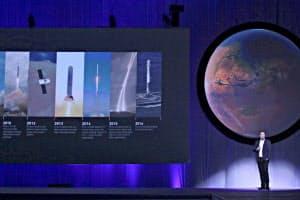 火星移住の交通システム整備を説明するスペースXのイーロン・マスクCEO(27日、グアダラハラ)=ロイター