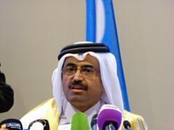 OPECの臨時総会後に記者会見する議長国カタールのサダ・エネルギー相(アルジェ、28日)