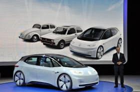 VWが披露したEVのコンセプト車。1回の充電で600キロメートルの走行をめざす(29日)