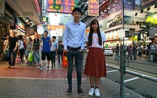 香港自立を訴える「本土派」の新政党、青年新政から初当選した梁頌恒(30)(左)と游●禎(25、●はくさかんむりに惠)