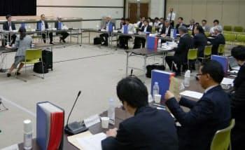 5日、厚労省で開催された中央社会保険医療協議会・薬価専門部会