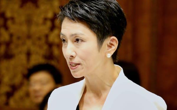 参院予算委で質問する民進党の蓮舫代表(5日午前)