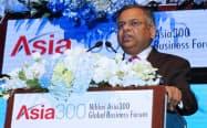 「アジアから世界へ」をテーマに講演するタタ・コンサルタンシー・サービシズ(TCS)のナタラジャン・チャンドラセカラン社長兼最高経営責任者(CEO)(7日、バンコク)