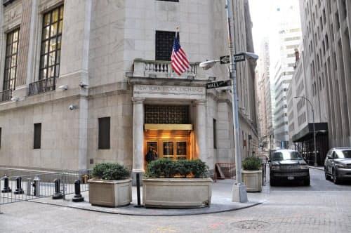 米株式市場では売りが先行し、米ダウ工業株30種平均は先週末より237ドル下落した(写真はニューヨーク証券取引所)