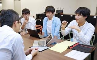 金融機関が提示した課題に挑む「アイデア・キャンプ」では学生が解決策を考えた(9月20日、東京・丸の内)