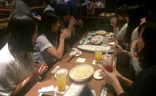 カフェでアルコールを飲みながら女子会をする光景が増えている(東京都千代田区にあるプロント イルバール 東京国際フォーラム店)