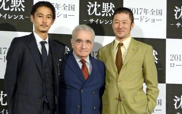 マーティン・スコセッシ監督(中央)、出演の窪塚洋介(左)と浅野忠信(右)