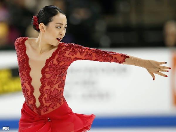 女子で6位になった浅田真央のフリーの演技(22日、シカゴ)=共同