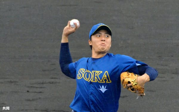 大学日本代表の一員としてプロと対戦し、7者連続を含む8三振を奪った=共同