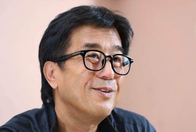 まつとうや・まさたか 1951年東京生まれ。74年慶応義塾大学卒。多くの作曲・編曲を手掛けると共に自身で演奏も。音楽事務所の雲母社社長。日本カー・オブ・ザ・イヤー選考委員も務める。