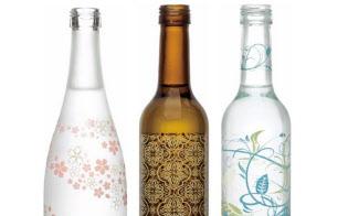 「衣玻璃」シリーズは東洋ガラスがデザインをあしらって1ケースから受注生産する