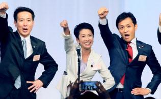 9月に発足した民進党の蓮舫代表(左から2人目)体制は、早くも深刻な四面楚歌状態に陥った