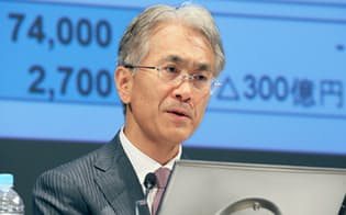 決算発表するソニーの吉田副社長兼CFO(1日午後、東京都港区)